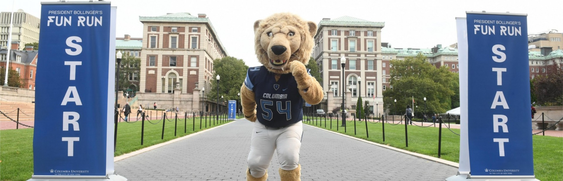 Roar-EE, Columbia University's mascot, at the start of President Bollinger's 19th Annual Fun Run